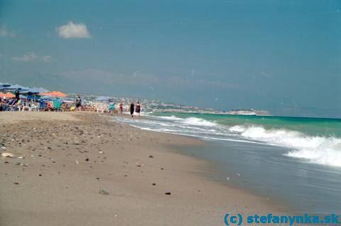 Pláž v Plataniase pri Rethymne na Kréte